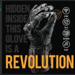 はめたままスマートフォンの画面操作もでき、画面を触らなくても操作できる手袋「BearTek Gen II」