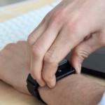 スマートフォンのバッテリー切れを解消する為に設計されたパワーバンク・ウォッチ「Uvolt Watch」