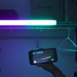 スマートフォンの画面をなぞるだけで様々な色に光らせる事ができる水中撮影にも最適な防水LEDバー「Voyager」