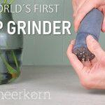 石鹸を削って使うので無駄がない上に濡れないから携帯するのにも便利な「meerkorn  soap grinder」