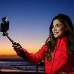 自撮り棒のイノベーションだ!!自由自在にアングルを微調整できる様になった「Smart-Light Selfie Stick」
