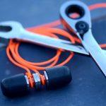 チタン合金製ボディーとコンプライ製イヤーチップで騒音から耳を守る耳栓「Psi Earplugs」