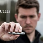 力のない子どもさんや女性でも、押しつけるだけで簡単かつ安全に車のガラスを割る事のできる「WYN Bullet」