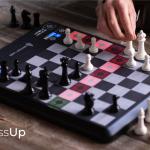"""<span class=""""title"""">これからチェスを始めよう、チェスが強くなりたいと言う方にピッタリなAI搭載チェスボード「ChessUp」</span>"""